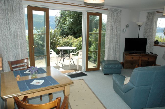 Tigh Charrann Holiday Apartment  is completely self-contained with its own front entrance. The french windows in the lounge face south and give magnificent views across Loch Carron.