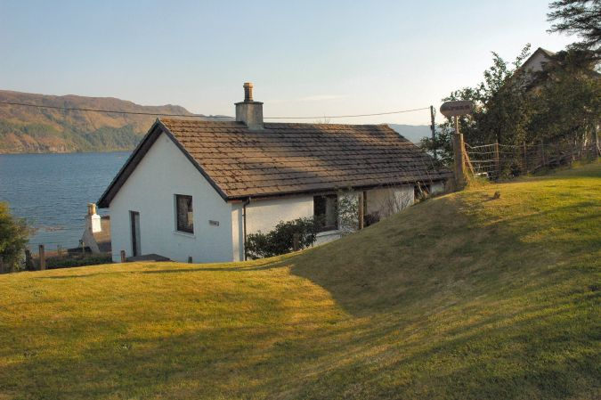 Struan is a modern detached 2-bedroom holiday bungalow situated in a quiet semi-rural position close to the centre of Lochcarron village in Wester Ross, Scottish Highlands