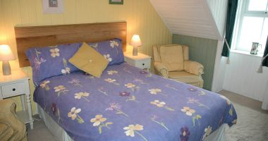Roseate Cottage has 2 comfortable bedrooms and will sleep up to 4 people.